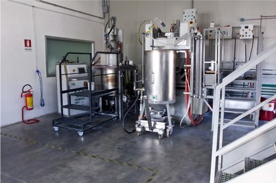 Impianti e tecnologie di produzione all'avanguardia/Modern plants and advanced high capacity melting machines